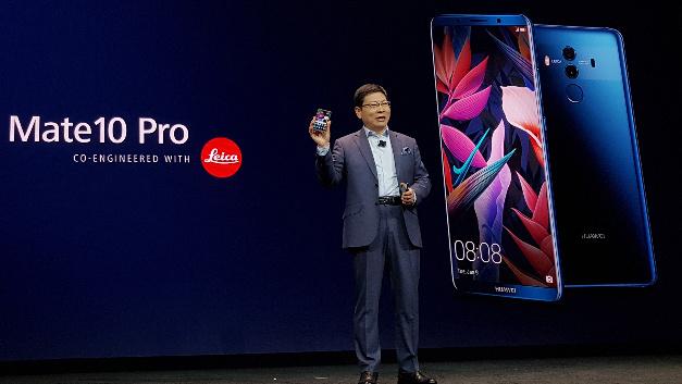 Richard Yu, CEO der Huawei Consumer Business Group, stellte die Technik des neuen Flaggschiff-Smartphones Huawei Mate 10 Pro in den Mittelpunkt seiner Keynote auf der CES 2018.