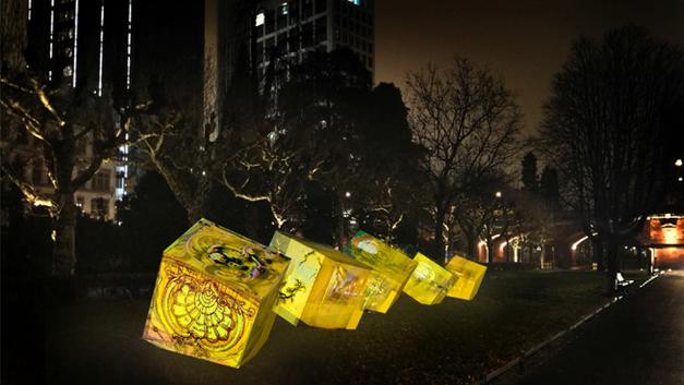 Im Frankfurter Nizza-Park entsteht eine Installation aus stimmungsvoll leuchtenden Skulpturen: Bilder, die der näheren Umgebung der Innenstadt und des Bahnhofsviertels entnommen sind, fünf verschiedene Lichter des Ortes: das Blaulicht, das Rotlicht, das Streiflicht, das Zwielicht und das Straßenlicht. Wer sich auf die teils abstrahierten Bilder einlässt, kann die Tiefe der Motive entdecken und in der täglich neu geordneten Abfolge für sich selbst eine variantenreiche Bildergeschichte des Ortes ablesen.