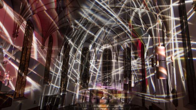 Mit Katharinen + Passion schafft die Wiener Künstlerin Victoria Coeln die Transformation der Kirche in ein multidimensionales Werk aktueller Lichtkunst, das zum Innehalten und Verweilen einlädt. Scharfe, handgezeichnete Projektionen schaffen einen Kunstraum, der in Stille oder bei Musik (C.  Tournemire, Sept Chorals-Poèmes d'Orgue pour les Sept Paroles du Christ, gespielt von Prof. Martin Lücker und Jorin Sandau) immer neu durchwandert und erlebt werden möchte.
