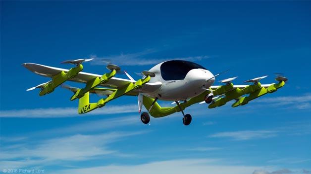Es startet senkrecht und stellt dann die Propeller um für den Geradeausflug.