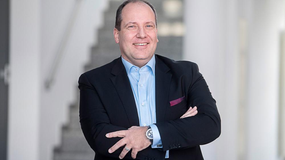 »Wesentliche Treiber für Industrial Ethernet sind die Notwendigkeit hoher Performance, die Integration von Fabrikinstallationen und IT/IoT-Systemen sowie generell das Industrial Internet of Things,« sagt Thilo Döring, Geschäftsführer bei HMS.