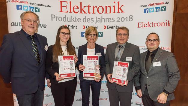 Alle Preisträger der Rubrik Elektromechanik: (v.r.n.l.) Matthias Domberg, Dirk-Peter Post (beide Harting); Astrid Cornelius (GeBE Computer&Peripherie); Anja Fuhrmann (EAO); Redakteur Alfred Goldbacher