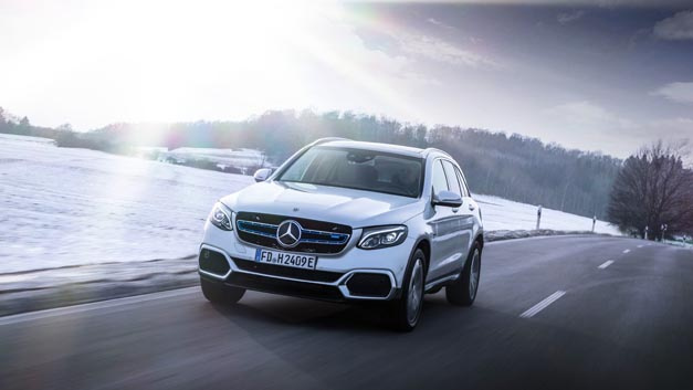 Das Vorserienmodell des neuen Mercedes-Benz GLC F-Cell – neben Wasserstoff wird die rein elektrische Variante des SUV auch Strom »tanken«.