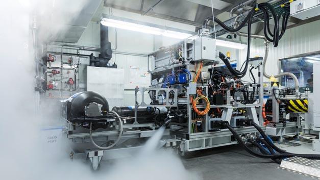 Der Weg in die Serie führt über intensive Funktions- und Dauerbelastungstests einzelner Komponenten und später auch der kompletten Versuchsfahrzeuge.