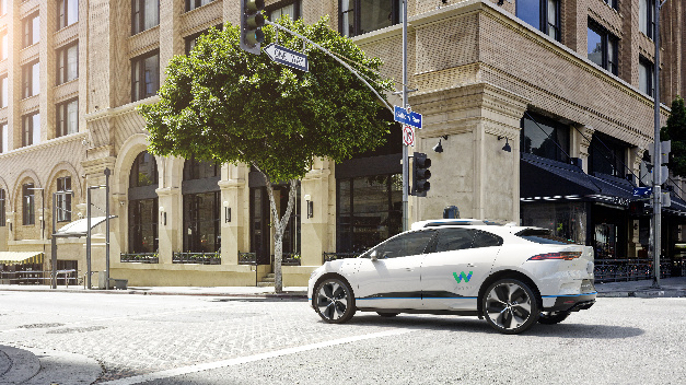 Darstellung des autonomen Jaguar I-Pace von hinten links.