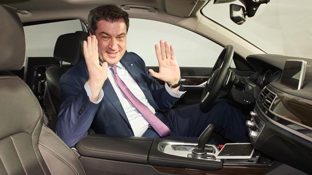 Fit für autonomes Fahren? Ministerpräsident Dr. Markus Söder bei der Eröffnung des neuen Campus in Unterschleißheim.