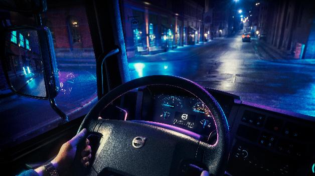 Ansicht des Cockpits im FL Electric von Volvo Trucks.