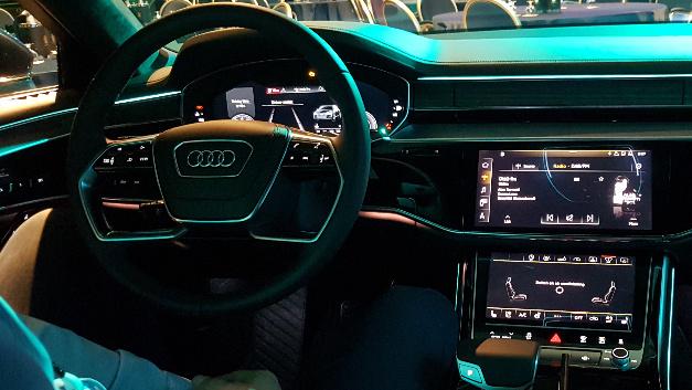Im neuen Audi A8 lässt sich das Infotainment-System mit weitgehend natürlichen Sprachbefehlen steuern.