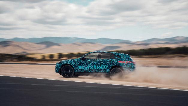 Neben den Herausforderungen für die Elektromobilität werden auch klassische Kriterien wie Fahrdynamik und Fahrkomfort strengen Tests unterzogen.