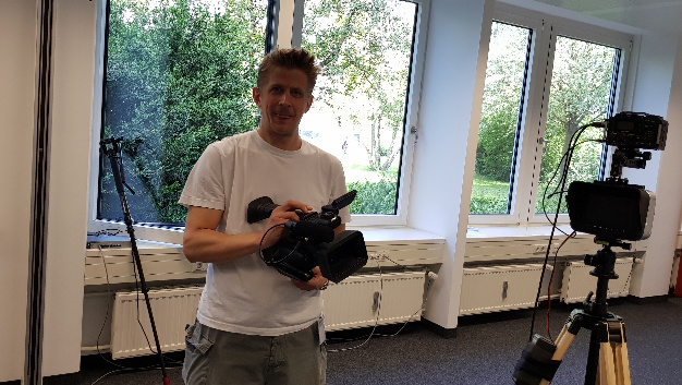 Ebenfalls mit der Kamera dabei, um Impressionen einzufangen: Unser Videoredakteur Michael Schneidawind.