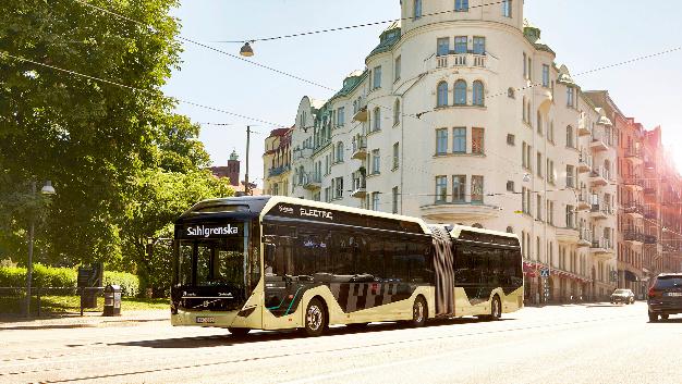 Der Gelenkbus bietet auf einer Gesamtlänge von 18,64 m Platz für bis zu 135 Passagiere.