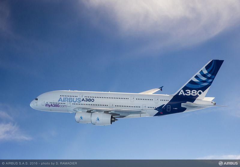 Der A380, unverkennbar an den beiden Fensterreihen, ist das größte in Serienfertigung produzierte zivile Verkehrsflugzeug in der Geschichte der Luftfahrt.