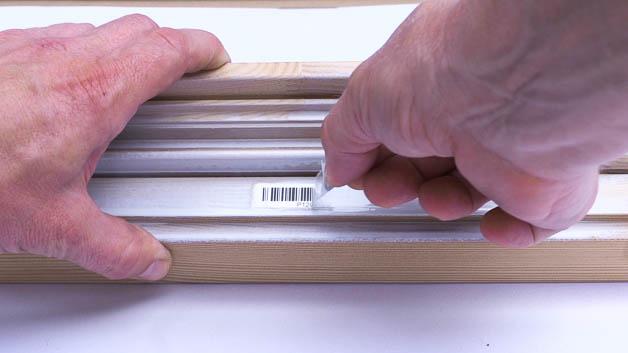 Für Lackierarbeiten gibt es zum Schutz des Basisetiketts transparente Laminatetiketten.