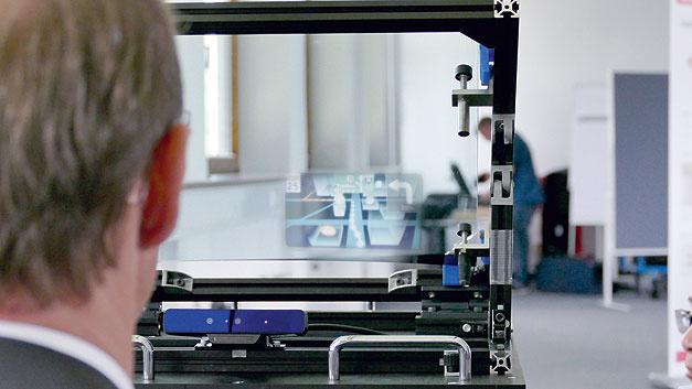 Bild 6. Die Bilddarstellung auf dem 3D-Head-Up-Display wird fortlaufend auf die aktuelle Kopfposition des Fahrers angepasst. Die Daten liefert eine Fahrerkamera in der Instrumententafel.