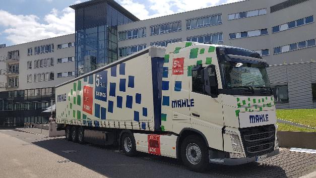 Der Mahle-Truck mit eingebautem »e-Waste Heat Recovery System« (Boost Box) spart rund 5 % Sprit bei einer Amortisationszeit von rund zwei Jahren.