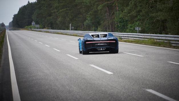 20 km/h ist die Höchstgeschwindigkeit des Lego Technic Bugatti Chiron.