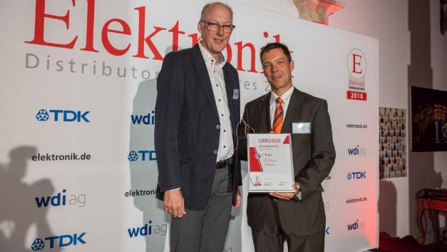 Paul-Martin Kamprath nahm für seinen Arbeitgeber pk components die Urkunde für den 2. Platz bei der Leserwahl in Empfang.