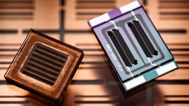 Millimetergroße Lithium-Ionen-Batterie mit interdigitalen Elektroden.