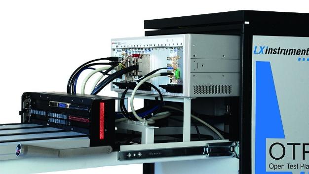 LXInstruments zeigt neue Module für die offene Testplattform OTP², mit der Anwender maßgeschneiderte Prüfsysteme aus zusammengesetzten Building Blocks konfigurieren können. Dazu präsentiert das Unternehmen eine Stand-Alone-Diagnosestation von Huntron mit vollautomatischem x-y-Achsen-PCB-Prober, zusätzlich zu einem LXI- und einem PXI-OTP2-System. Fällt eine Baugruppe beim Funktionstest aus, kann diese in eine separate Diagnosestation eingelegt und automatisch mit einem Probingsystem im U/I-Vergleichsverfahren geprüft werden. Die Information über Abweichungen vom Sollwert erleichtert dem Techniker die Fehlersuche und somit die manuelle Reparaturzeit. Alle Diagnoseergebnisse und Reparaturvorgänge lassen sich in der Datenbank mit Fehlerursache zugehörig zum Prüfling speichern. Ebenfalls auf dem LXInstruments-Stand zu sehen sind neue Hochstrom- und E-Mobility-Testsysteme für die Entwicklung und den Produktionstest. Die Relevanz liegt auf der Hand: Hohe Leistungen an Produkten im AC- und DC- Bereich stellen neue Anforderungen dar. Diese reichen vom Test des Produkts bei hohen Leistungen mit rückspeisbaren Quelle-Senke-Systemen im 1- und 3-Phasenbetrieb über den elektrischen Sicherheitstest mit Hochspannung bis hin zum Produkttest bis 3000 A an Baugruppen und Komponenten. LXinstruments präsentiert sowohl ein Systembeispiel für den Test von E-Mobility-Baugruppen im Leistungsbereich von 30 kW als auch ein System zum elektrischen Sicherheitstest mit einer Schutzhaube für hohe Spannungen bis 10 kV.  LXInstruments, Halle A3, Stand 627
