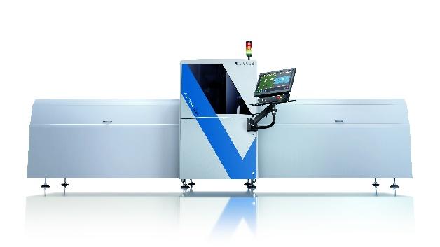 Speziell für lange Leiterplatten und somit auch für LED-Leuchten bietet Viscom die Long-Board-Option für Prüfobjekte mit Längen bis zu 2000 mm an. Die S3088 SPI für die Lotpasteninspektion (3D-SPI) und die automatischen optischen Systeme S3088 ultra und S3088 ultra gold (3D-AOI) zeichnen sich durch sehr hohe Messgenauigkeit, Schnelligkeit und Zuverlässigkeit in der intelligent vernetzten Qualitätsprüfung elektronischer Baugruppen aus. Die Systeme mit bis zu neun Hochleistungskameras und der realitätsgetreuen, dreidimensionalen Bilddarstellung vermessen beispielsweise neben Lotpasten und Lötstellen auch geringste Verkippungen von Bauteilen. Ausschlaggebend für LEDs im Bereich Automotive – beispielsweise eingesetzt als Frontscheinwerfer oder Heckleuchten – ist eine exakte Positionierung bis auf wenige Mikrometer genau. Mithilfe der optischen Inspektion lassen sich zusätzlich auch kleinste Kratzer auf den LEDs sicher erkennen.   Ohne die Long-Board-Option erlauben die Standard-3D-AOI- und 3D-SPI-Systeme von Viscom die Inspektion bis zu einer Leiterplattenlänge von 508 mm vollautomatisch in einem Stück. Während die besonders durchsatzstarke High-End-Konfiguration S3088 ultra gold im Rahmen von Benchmarks vor allem mit ihrer Bildfeldgröße von 50 mm mal 50 mm und einer Prüfgeschwindigkeit von bis zu 65 cm2/s punktet, hat sich die S3088 ultra auch für sehr individuelle zusätzliche Anforderungen etabliert. Diese Systeme können Baugruppen bis 660 mm Länge ohne Zusatzmodule prüfen. Hierbei erfolgt der Inspektionsvorgang in zwei Teilabschnitten und wird am Verifikationsplatz als Gesamtergebnis zusammengeführt. Sind die zu prüfenden Boards noch länger, können die Inspektionssysteme optional mit externen Transportmodulen ausgestattet und mit ihnen synchronisiert werden. Viscom bietet hier drei Lösungspakete, und zwar für Prüfobjekte bis zu einer Länge von 1000 mm, 1500 mm und 2000 mm. Die Inspektion kann in bis zu fünf Teilabschnitten ablaufen, wonach auch hier digital eine Zusa