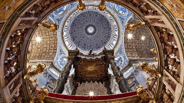 Die Ausleuchtung von Kirchenraum, Decke und Kuppel wird mit Osram-Technik aufgehellt.