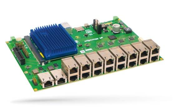 Das TSN-Evaluierungsboard von MicroSys hat acht 1-Gbit/s-TSN-Schnittstellen für die Datenübertragung in Echtzeit sowie zwei weitere 10-Gbit/s- und fünf 1-Gbit/s-Anschlüsse mit konventionellem Ethernet. Welche davon aktiv sind, hängt davon ab, welches CPU-Modul eingesetzt wird. Dafür kommen verschiedene Layerscape-Module von NXP in Betracht, die ARM-Kerne mit zahlreichen I/Os enthalten. So kann das Board z.B. als Gateway zwischen Standard-Ethernet und TSN-Ethernet fungieren. Betriebssystemunterstützung in Form von Board Support Packages gibt es für Linux und das hauseigene Echtzeit-Betriebssystem Microware OS-9.