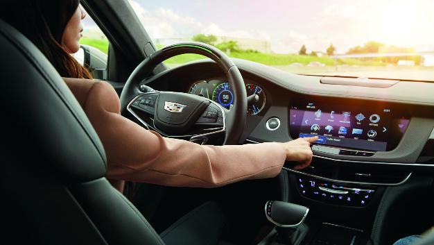 003: Super Cruise ist die nächste Entwicklungsstufe adaptiver Geschwindigkeitsregelung, die das Steuer übernehmen kann, wenn der Fahrer aufmerksam auf das Verkehrsgeschehen achtet. Joyson Safety Systems und Osram entwickelten das Lenkrad gemeinsam. Mithilfe einer im Lenkrad verbauten Infrarot-Kamera wird die Kopfposition und Blickrichtung des Fahrers verfolgt. Wendet der Fahrer seine Augen zu lange von der Straße ab, sendet das System eine Reihe optischer Warnsignale, um die Aufmerksamkeit des Fahrers wieder auf das Verkehrsgeschehen zu lenken.