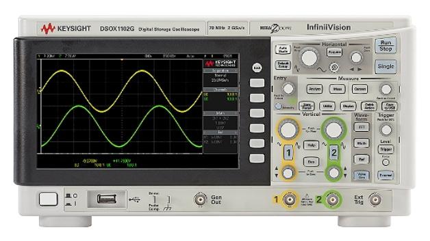 Oszilloskop DSOX1102G mit eingebautem Funktionsgenerator, gestiftet von Keysight.