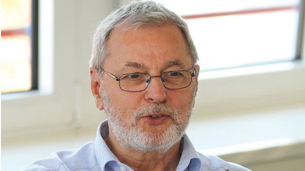 Prof. Bernhard Wolf, TU München »Während Sie im Consumer- und Sportbereich beim Thema Sensorik-Einsatz einfach alles machen können, solange Sie ein CE-Zeichen bekommen, das Gefährdung ausschließt, ist im Bereich Medizintechnik eine justiziable Sensorik notwendig.«
