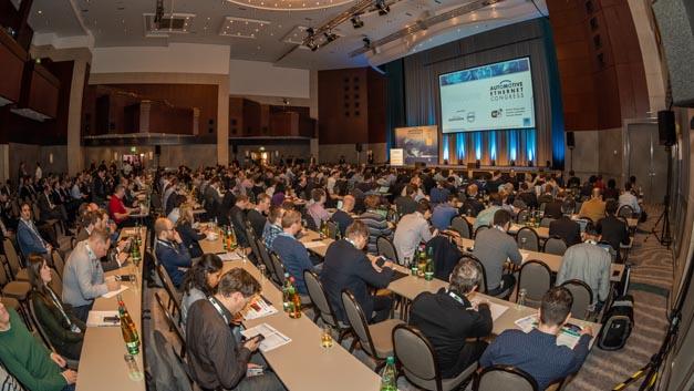 Voller Saal: Kein Wunder, denn rund 1000 Teilnehmer, Aussteller und Referenten besuchten den fünften Automotive Ethernet Congress in München.