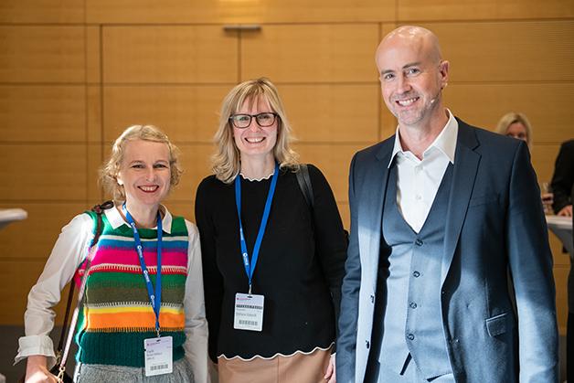 Dr. Kirsten Matheus (BMW) mit Stefanie Eckardt (Elektronik automotive) und dem Gastgeber Matthäus Hose
