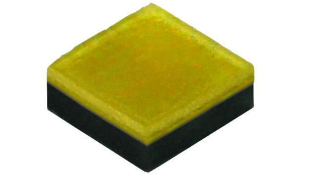 090: Extreme-Density-LED XD16 Cree schafft mit der XD16 eine neue Produktfamilie für hohe Leuchtdichten. Davon profitieren unter anderem Entwickler von tragbaren Leuchten. Unter maximalen Betriebsbedingungen (2A Betriebsstrom und 6W Leistungsaufnahme) erzeugt die LED bis zu 726lm. Mit der Lichtaustrittsfläche von 1,6x1,6mm² ergeben sich damit rund 284lm/mm². Verglichen mit Crees High-Power-LEDs ist das eine Steigerung um das Fünfeinhalbfache. Laut Hersteller ist auf Systemlevel  – wenn mehrere Chips zu einem Array angeordnet werden und Abschattungseffekte auftreten – eine Verminderung der optischen Verluste um den Faktor drei möglich.