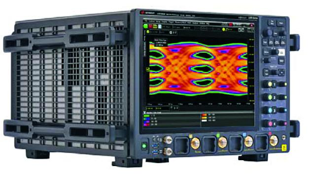 080: Oszilloskop UXR1104A Die neuen Infiniium-UXR-Oszilloskope verfügen – im Spitzengerät der Serie bei Maximalausbau – über eine Rekord-Echtzeit-Bandbreite von 110 GHz und eine Samplingrate von 256 GSa/s bei extrem niedrigem Rauschpegel. Verantwortlich für diese Daten ist ein neuer Chipsatz, basierend auf Keysights proprietärer Indium-Phosphid-Technologie (InP). Die Signal-Digitalisierung dieser Scopes erfolgt mit 10-bit-A/D-Wandlern; verfügbar sind 2- und 4-Kanal-Typvarianten. Praxisgerecht ist bei diesen Geräten die vollständige Selbstkalibrierung, die für eine kontinuierlich hohe Messgenauigkeit sorgt, ohne dass das Gerät außer Betrieb genommen werden muss.