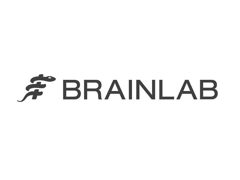 Wie kaum ein anderes Unternehmen steht Brainlab für den digitalen OP und das bereits seit 30 Jahren. Angefangen als Softwareunternehmen ist die Firma aus München längst zum Gesamtanbieter geworden, der seine Wurzeln dennoch nicht vergisst. Sich darauf ausruhen? Nein, in München arbeiten sie schon an der nächsten Revolution: Dank AR sollen  Chirurgen medizinische Daten in 3D und räumlich visualisieren – über die Grenze des eigenen Krankenhauses hinaus.