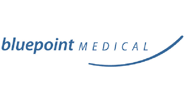 Bluepoint Medical hat gemeinsam mit Forschern von der Universität Rostock ein Gerät entwickelt, das kontinuierlich die Sauerstoffsättigung im Gehirn des Menschen messen kann. Das Besondere: Das nur 400 Gramm schwere Gerät kann auch mobil benutzt werden. Wichtig ist dies für Patienten, die bei einer großen Operation an die Herz-Lungen-Maschine angeschlossen werden. Dabei besteht die Gefahr, dass das Gehirn zu wenig Sauerstoff bekommt.