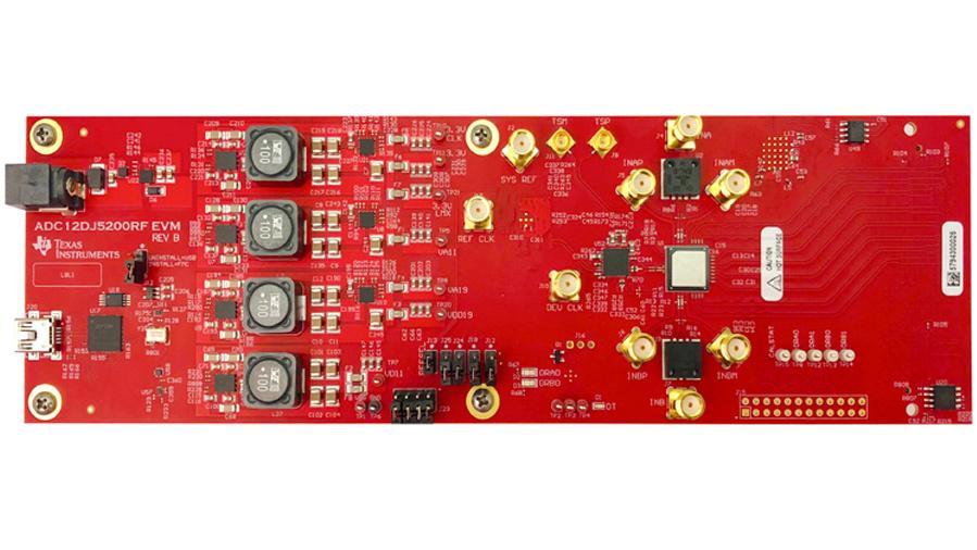 Bild 4. Das Entwicklungsmodul (ADC12DJ5200RFEVM) für den ADC12DJ5200RF ist für den direkten Anschluss an das Datenerfassungsmodul TSW14J57EVM von Texas Instruments, mit FPGA (Arria 10 von Intel). Der FMC+-Steckverbinder erlaubt aber auch den Anschluss an andere FPGA-Entwicklungsmodule.