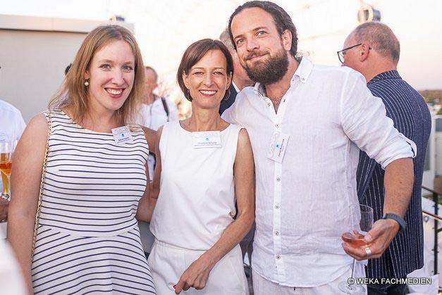 Auch die MitarbeiterInnen der Agentur Lorenzoni schauten zum Feiern vorbei: Sabine Hausner, Christine Schulze und Jonas Walleczek.