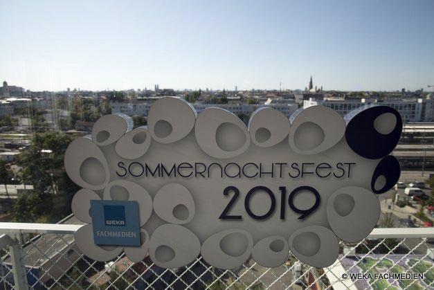 Willkommen zum Sommernachtsfest 2019 der WEKA Fachmedien - über den Dächern von München.