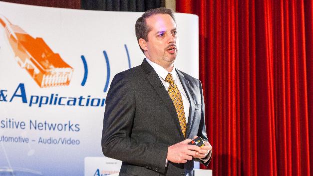 David McCall von Intel plädiert in seiner Keynote für Open Source, Interoperabilität und Standardisierung.