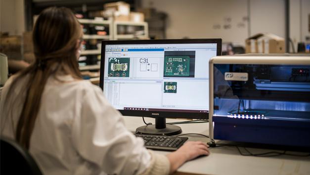 Impressionen aus der Fertigung bei Proto-Electronics in Rosheim im Elsass, Frankreich.