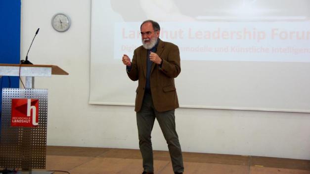 Keynote-Speaker Dr. Joseph Reger erläuterte die Bedeutung der Digitalisierung.