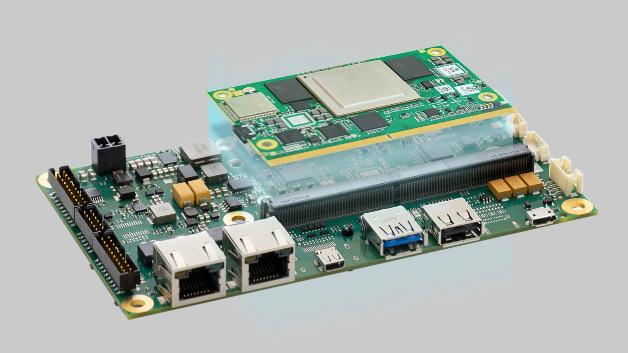 Carrierboard MSC SM2S-MB-EP5: Avnet Integrated stellt seine zweite SimplePlex-Plattform vor, die einfaches Konfigurieren für diverse Anwendungen verspricht. Das Board ist in vier verschiedenen Ausführungen erhältlich. Das Carrierboard MSC SM2S-MB-EP5 ist für SMARC-2.0-Module, die mit Arm- oder x86-Prozessoren ausgestattet sind, vorgesehen. Dank 3,5-Zoll-Format ist die Embedded-Plattform für HMI-Anwendungen mit Displays ab 7Zoll aufwärts einsetzbar. Zur einfachen Konfiguration stehen über30 vorab validierte Schnittstellenkombinationen zur Verfügung. Der Hersteller bietet das Embedded Board in vier Varianten, davon zwei vollausgerüstete Plattformen, an. Das MSC SM2S-MB-EP5 ist mit Displays und Touchscreens von Avnet Integrated zu einem kompletten HMI-System kombinierbar. Einsatzgebiete für die Plattform sind IoT-Gateways, Medizingeräte, Infotainment-Systeme, aber auch Automatisierungsanlagen und Gaming-Systeme. Um die Kommunikation mit anderen Geräten zu gewährleisten, verfügt das Board über diverse Schnittstellen, darunter USB-C mit Display-Port, Gbit-Ethernet, PCI Express, UART sowie ein WLAN/Bluetooth/NFC-Modul mit optionaler Antenne.