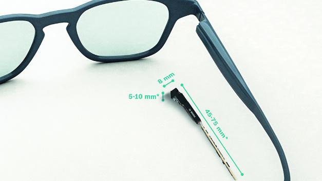 Größenvergleich: Das Light Drive System ist laut Hersteller aktuell das kompakteste Projektionssystem für Smartglasses.