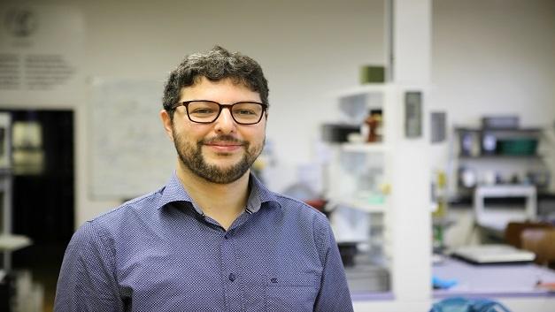 Dr.-Ing. Fabian Schütt, Materialwissenschaftler an der Uni Kiel, erforscht leichtgewichtige Aeromaterialien und ihre Anwendungsmöglichkeiten