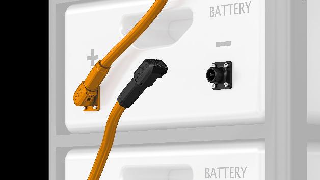 Steckverbinder für Energiespeichersysteme Die neuen Geräte- und Kabelsteckverbinder von Phoenix Contact  sind verpolungssicher und um 360° rotierbar. Damit eignen sie sich insbesondere für flexible Kabelabgänge in modularen Batterieregalen. Die berührgeschützten Rundstecker sind farbig und mechanisch kodiert, um eine hohe Sicherheit beim Anschluss der Batteriepole zu gewährleisten. Die neue Produktfamilie überträgt Nennströme bis 120 A und Nennspannungen bis 1.500 V (DC).