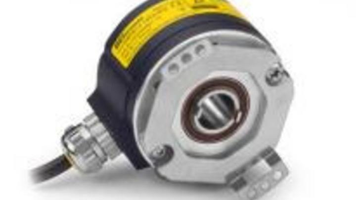 """Encoder sind optisch oder magnetisch und inkrementell oder absolut. Optisch ist präziser, wenn eine codierte Scheibe verwendet wird, die eine Reihe von Rechteckwellen erzeugt. Magnetische Versionen verwenden einen Magneten und einen IC, um das Signal, das ein optisches Codierersignal emuliert, so zu übersetzen, dass es von einer Steuerung verwendet werden kann. Optische Encoder sind der """"Goldstandard"""" für Geschwindigkeits- oder Positionsrückmeldung und werden häufig in industriellen Umgebungen eingesetzt."""