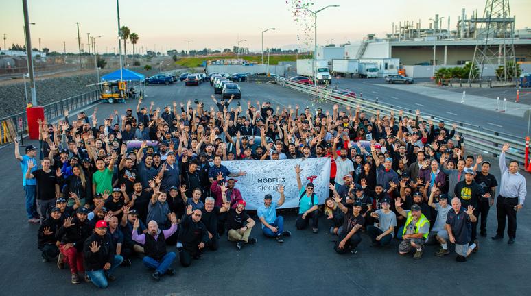 Tesla stellt neue Rekorde in Produktion auf