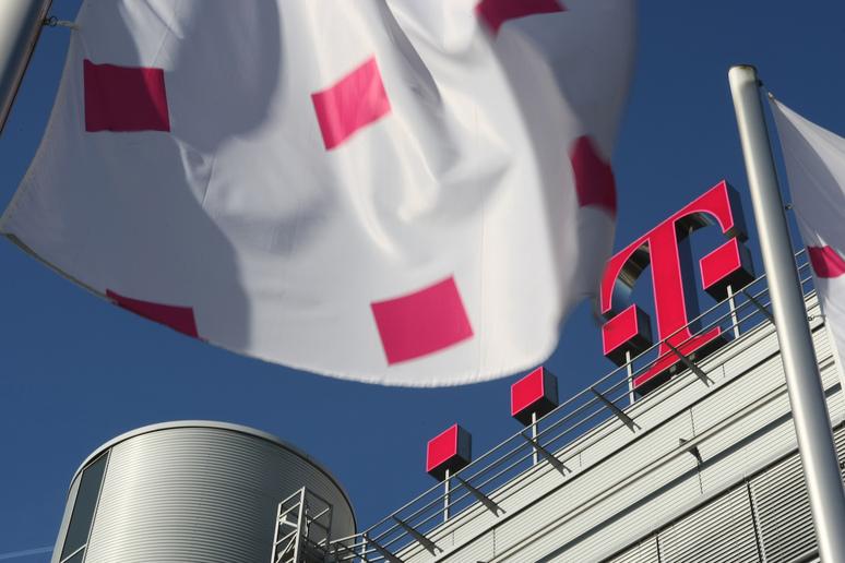 Ziele übertroffen Rekordjahr Für Die Deutsche Telekom Crnde