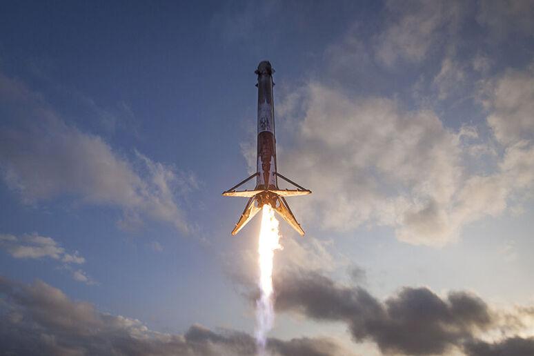 Musk Sieht Zukunft Auf Dem Roten Planeten Spacex Rakete Für Mars