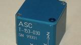 Der triaxiale Beschleunigungssensor T-153 von ASC.